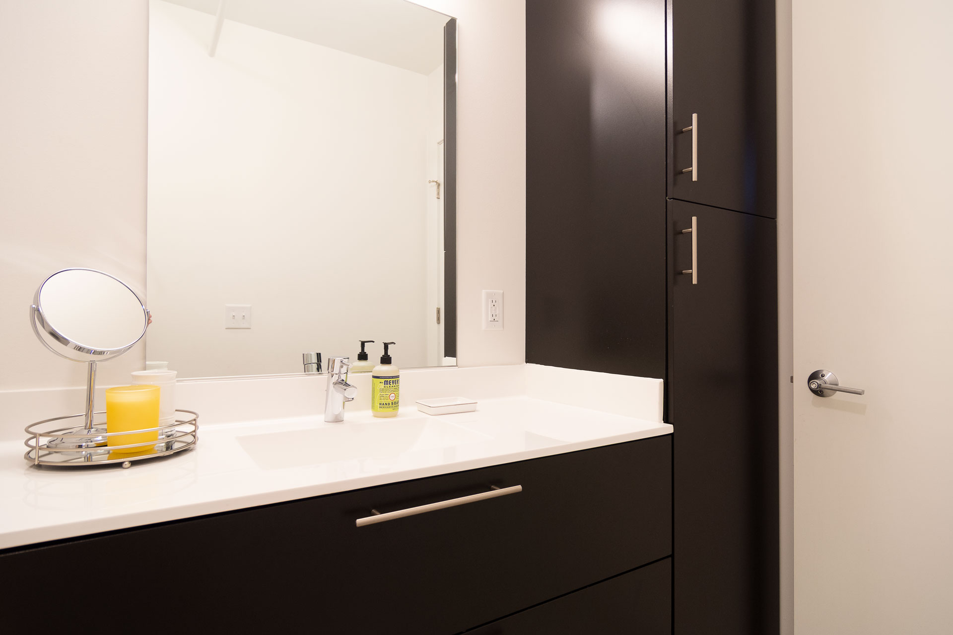 Bathroom Mirror and Counter Space
